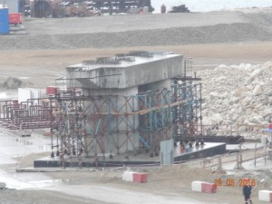 Строительство двух временных мостов на Керченской переправе завершится в июне  Подробнее на ТАСС: http://tass.ru/ekonomika/3319454