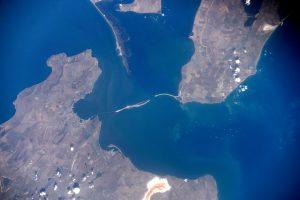 Космический снимок зоны строительства моста через Керченский пролив от космонавта Международной космической станции Олега Скрипочки
