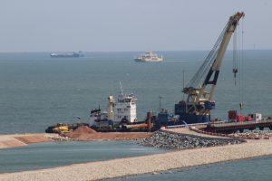 Медведев: открытие Керченского моста способствует понижению цен в Крыму.