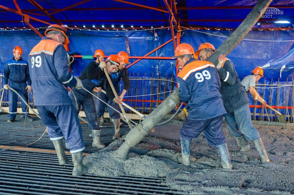 Заложена первая плита Керченского моста