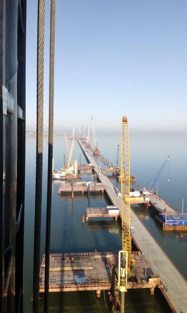Строителями пройдена медиана установки свай Крымского/Керченского моста