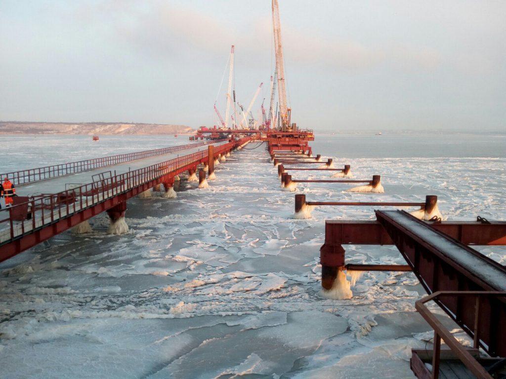 Строительство морских пролетов моста в Крыму