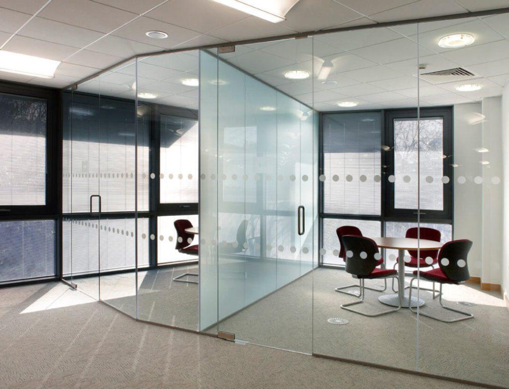 Изготовление и монтаж стеклянных конструкций